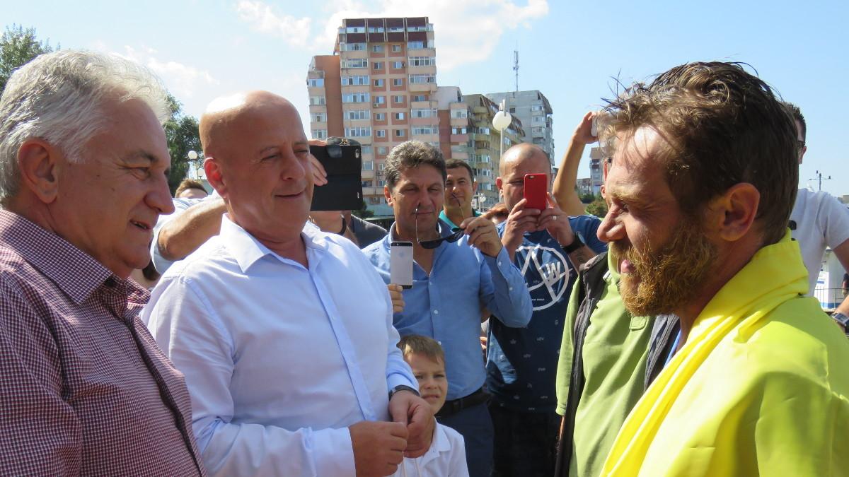 Avram Iancu a ajuns înot la Tulcea (5)