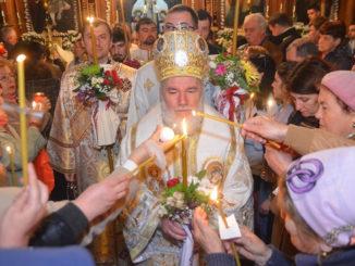 PS Visarion, Episcopul Tulcii, la slujba de Înviere. FOTO Episcopia Tulcii