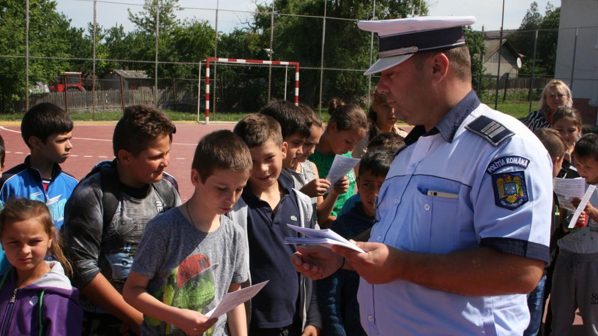 politisti si elevi (4)