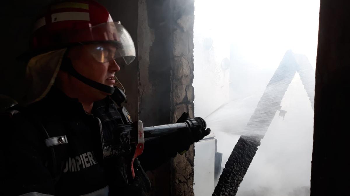 incendiu pompieri isu delta (6)