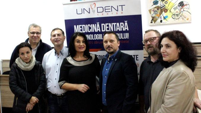 Dr. Petronela Luca, în mijlocul elevilor de la CTHC. FOTO CTHC
