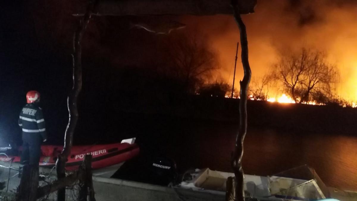incendiu vegetatie uscata isu pompieri (3)