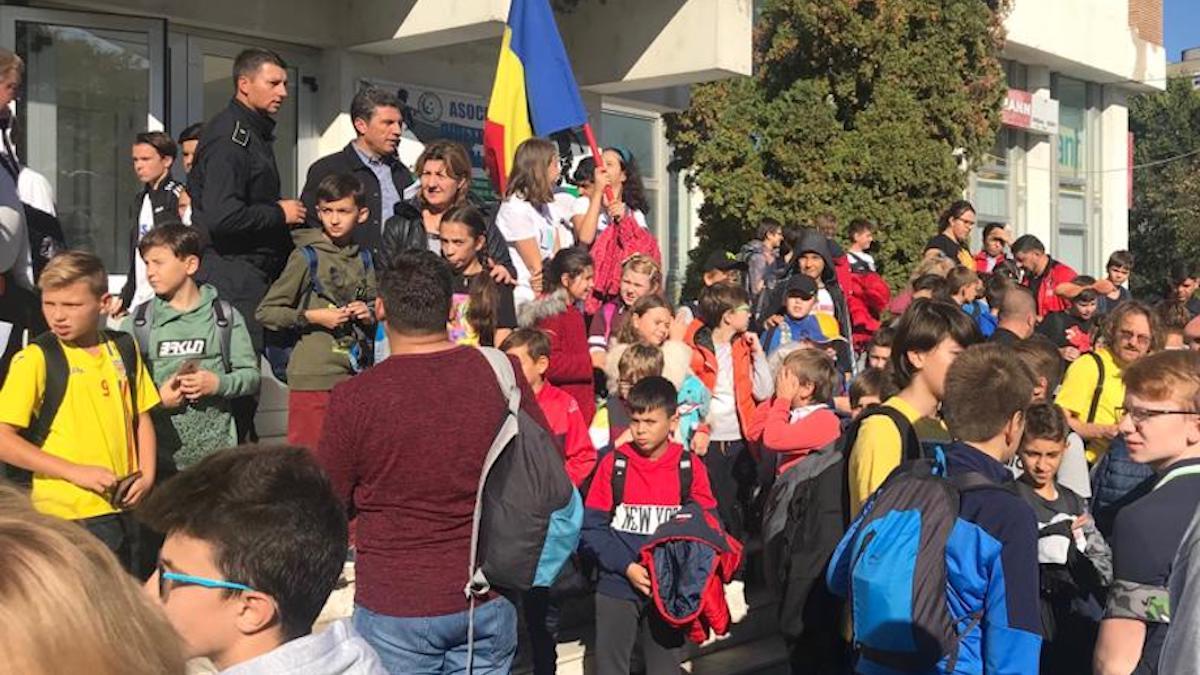 Copiii din județul Tulcea au ajuns la meciul România – Norvegia. FOTO AJF Tulcea