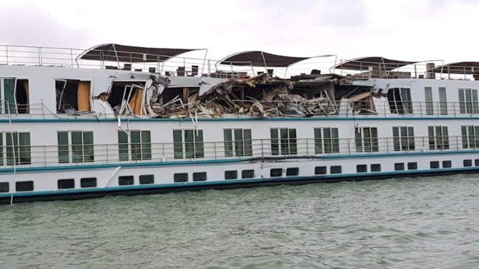 Nava de croazieră MS Prinzessin Isabella, avariată în Portul tulcea. FOTO IPJ Tulcea