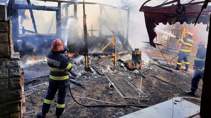 pompieri, incendiu, foc, pensiune