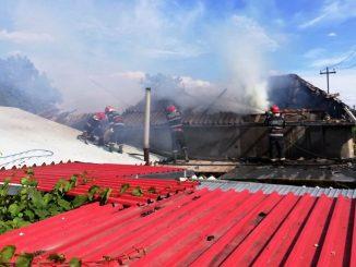 Casă cuprinsă de flăcări în localitate tulceană Carcaliu. FOTO ISU Tulcea