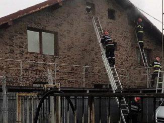 Intervenția promptă a pompierilor tulceni a salvat o casă din Tulcea. FOTO ISU Tulcea