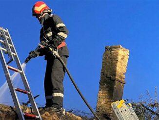 Locuință din Isaccea cuprinsă de flăcări: FOTO ISU Tulcea