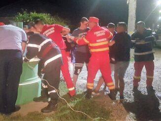 O femeie din Luncavița a fost salvată de pompierii tulceni după ce a căzut într-o fântână