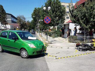 Motociclist rănit după ce a fost acroșat de un autoturism, în Măcin. FOTO IPJ Ialomița