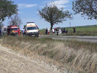 În urma impactului, trei persoane au fost rănite, două dintre ele fiind încarcerate